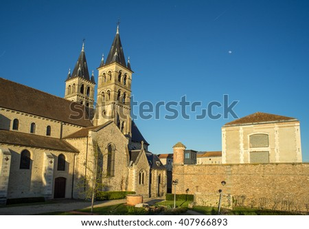 Collegiate Church of Notre-Dame and River Seine in Melun. Melun is a commune in the Seine-et-Marne department in Ile-de-France region, France.