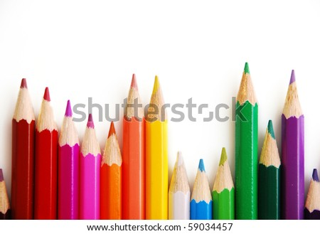 colored pencils lined up in the order of the rainbow