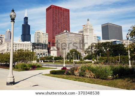 Colorful morning in Chicago - the architecture seen from Grant Park