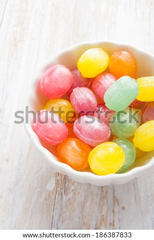 colors candies in a bowl