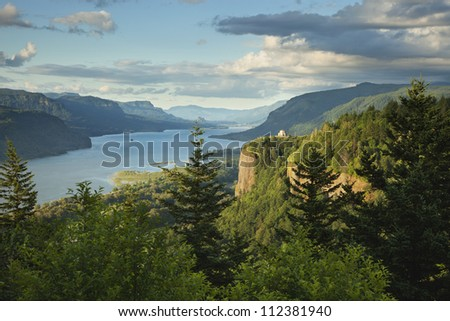 Columbia River Gorge in northwestern Oregon showing the Vista House