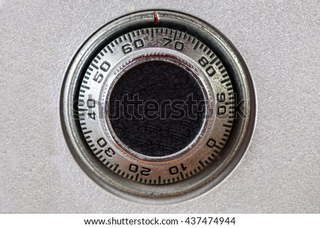 combination lock on the safe