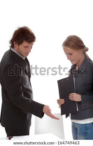 Company recruiter inviting for interview candidat for a job