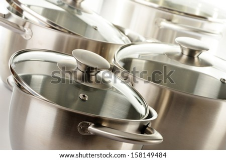 Composition with stainless pots