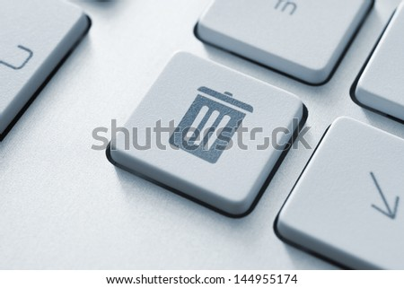 Computer button on a keyboard with recycle bin icon symbol - stock photo