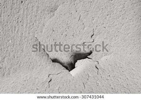 concrete wall with crack in the center