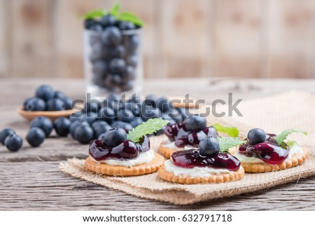 Confectionery consists of crackers, cream cheese and blueberry
