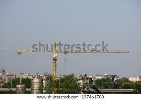 construction cranes for lifting heavy loads