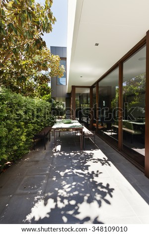 Contemporary courtyard outdoor al fresco dining area in residential home development