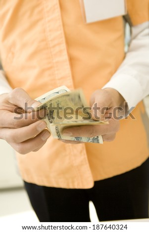 convenience store salesclerk counting notes