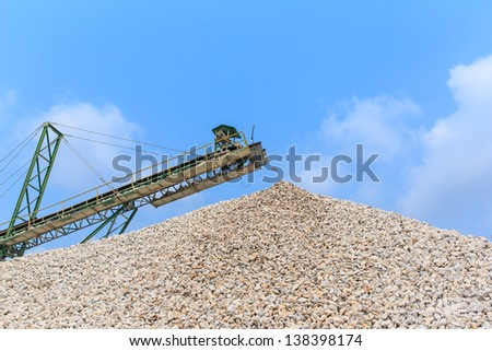 Conveyor and pile of quarry stone for lime industry