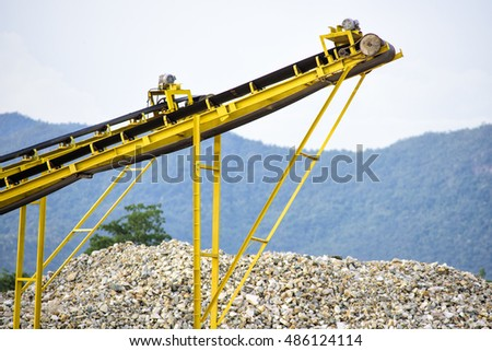 Conveyor belts for the quarry industry