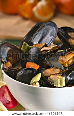 Cooked mussels in white wine