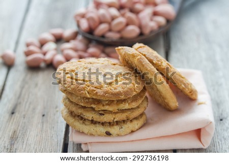 cookie on pink cloth, cookie on wooden table,