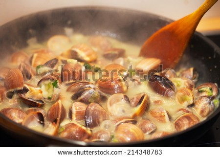 cooking clams, mussels