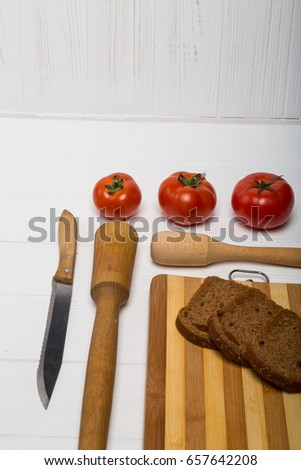 Cookware tomatoes and bread