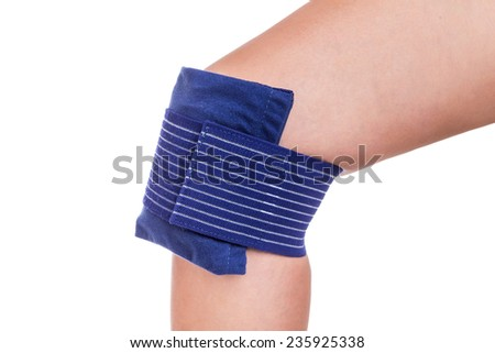 Cooling the injured knee. Sports injuries.