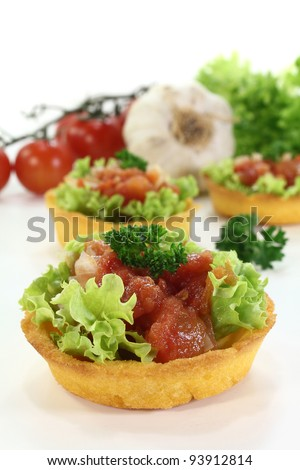 corn basket with tomatoes, garlic, onion and chili