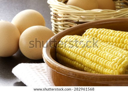 Corncobs with eggs for breakfast