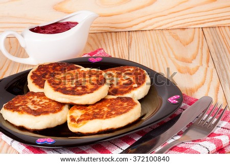 Cottage cheese pancakes, homemade traditional Ukrainian and Russian syrniki.