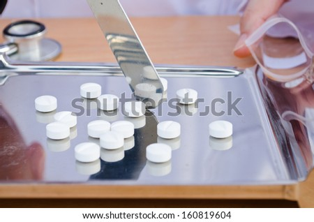 Counting tablets medicine - stock photo