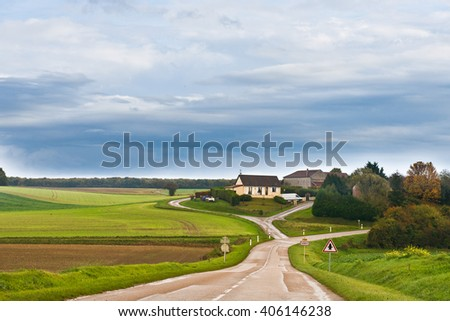 Country road to the house, France, Chablis, autumn