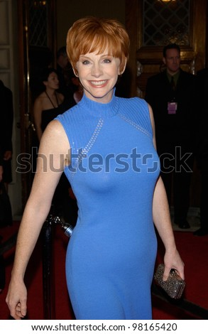 Country star REBA McENTIRE at the 28th Annual People's Choice Awards in Pasadena. 13JAN2002.  Paul Smith/Featureflash - stock photo