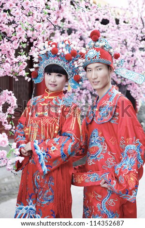 Couple dressed in traditional Chinese wedding