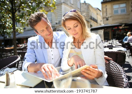Couple eating lunch at outdoor restaurant