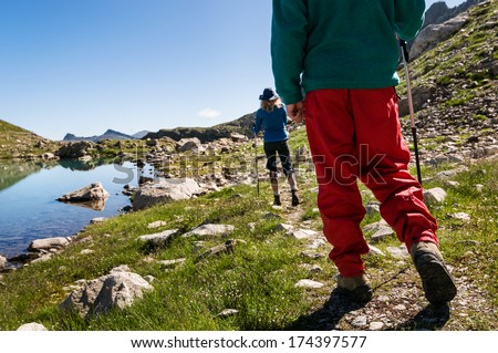 couple hiking in mountain range