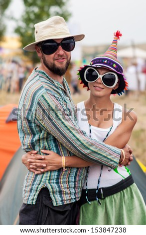 couple in funny glasses 2