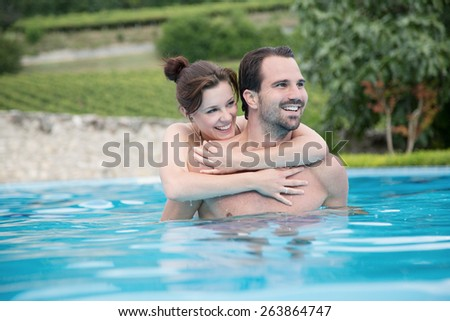 couple is swimming in a schwimming pool