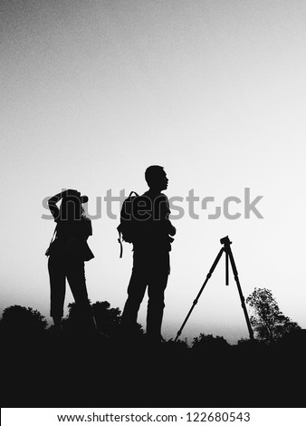 couple photographer in black and white silhouette