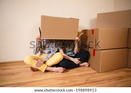 Couple with empty boxes on heads