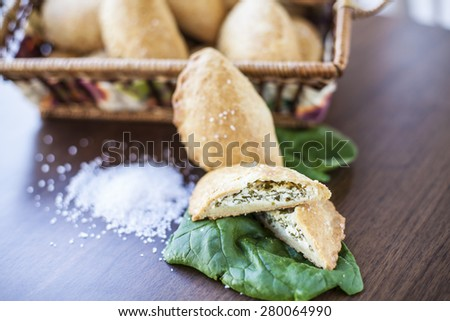 Crackers with cheese, spinach and sea salt