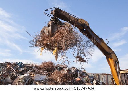 crane grabber loading metal scrap