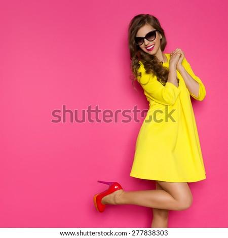 PHOTO OF GIRLS YELLOW