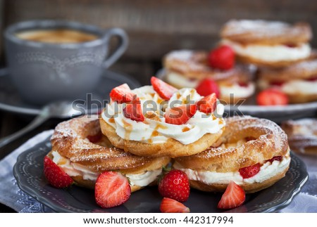 Cream puff rings (choux pastry) decorated with fresh strawberry and ...
