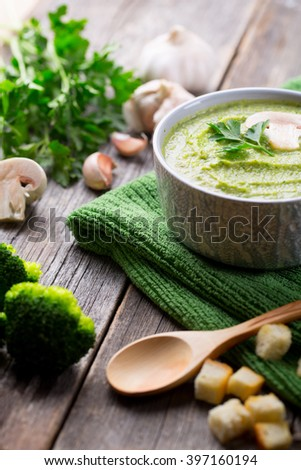 Cream Soup with Broccoli and Champignons
