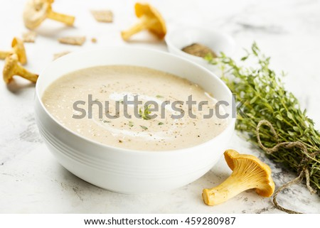 Creamy soup with chanterelle and thyme