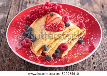 crepe with fruits