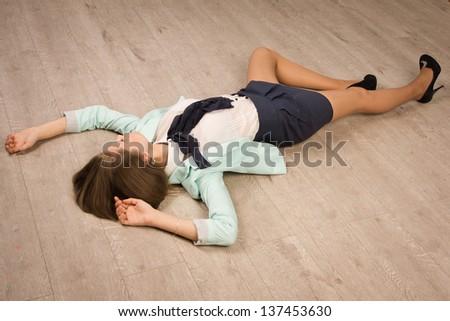 Crime scene simulation. Victim lying on the floor — Stock
