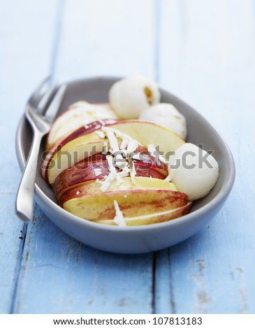 Crisp fruit with white chocolate