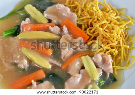 crispy yellow noodle with in a creamy gravy sauce