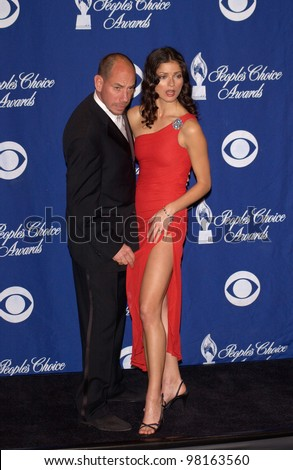 Crossing Jordan stars JILL HENNESSY & MIGUEL FERRER at the 28th Annual People's Choice Awards in Pasadena. 13JAN2002.  Paul Smith/Featureflash - stock photo