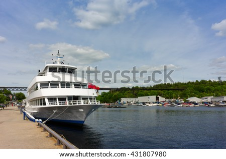 Cruise ship in the Parry Sound harbor