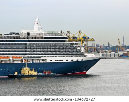 Cruise ship mooring