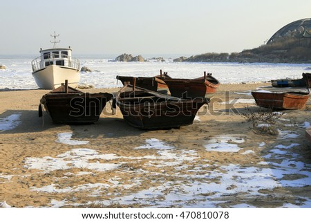 Cruise ships and wooden boats on the beach