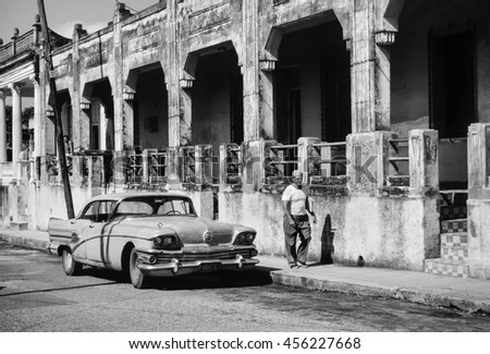 CUBA, Pinar Del Rio; 18 march 1998, old american car and a cuban man smoking a cigar in a street - EDITORIAL (FILM SCAN)