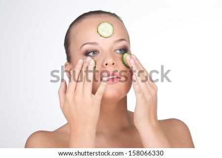 Cucumber mask makes your pretty face fresh